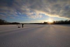 Рыболовство льда на озере стоковая фотография