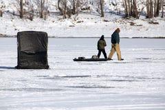 Рыболовство льда Стоковые Изображения