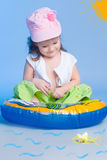 Рыболовство маленькой девочки стоковое фото rf