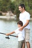 Рыболовство отца и сынка Стоковая Фотография RF