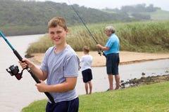 Рыболовство подростка стоковое фото