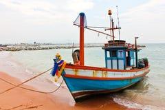 рыболовство шлюпки пляжа деревянное Стоковые Изображения RF