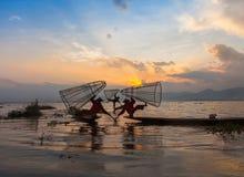 Рыболовы озера Inle на заходе солнца Стоковая Фотография RF