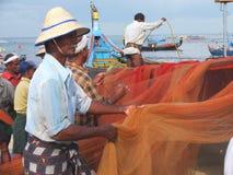 Рыболовы, пляж Marari, Керала Индия Стоковое Изображение