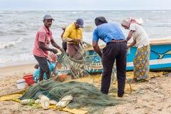 Рыболов вдоль взморья стоковые фото