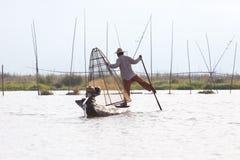 Рыболов озера в действии, Мьянмы Inle Стоковая Фотография