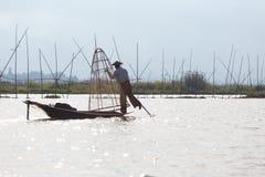 Рыболов озера в действии, Мьянмы Inle Стоковые Фотографии RF