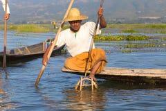 Рыболов озера в действии, Мьянмы Inle Стоковое Фото