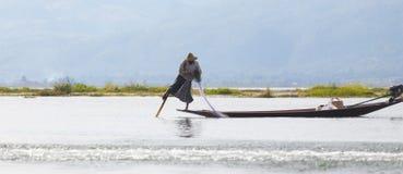 Рыболов озера в действии, Мьянмы Inle Стоковое фото RF