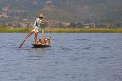 Рыболов озера в действии, Мьянмы Inle Стоковые Фото