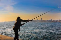Рыболов рыболовная удочка Uskudar Стамбул Стоковая Фотография RF