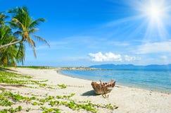 рыболов шлюпки пляжа анкера старый Стоковая Фотография RF