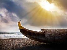 рыболов шлюпки пляжа Стоковое Изображение