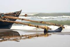 рыболов шлюпки пляжа Стоковое Изображение RF
