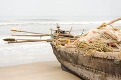 рыболов шлюпки удя полную шестерню Стоковое Изображение