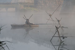 рыболов шлюпки уединённый Стоковые Изображения