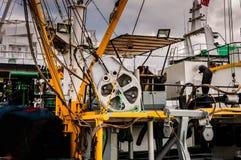 Рыболовецкое судно на порте городка Cinarcik Стоковые Изображения