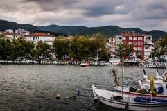 Рыболовецкое судно на порте городка Cinarcik Стоковое Изображение RF