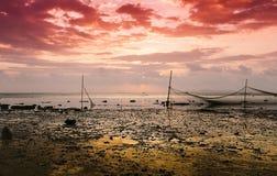 Рыболовная сеть отражена в воде на заходе солнца Стоковое Изображение RF