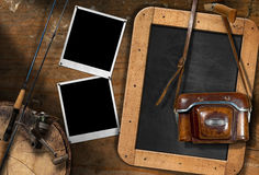 Рыболовная удочка и старая винтажная камера Стоковые Фотографии RF