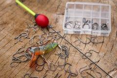 Рыболовные принадлежности на деревянной предпосылке Стоковые Фото