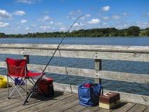 Рыболовные принадлежности на пристани стоковое изображение rf