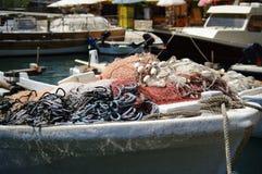 Рыболовные сети и веревочки на смычке шлюпок Стоковые Изображения RF