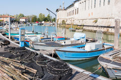 Рыболовные сети, creels и рыбацкие лодки Стоковое Изображение