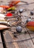 Рыболовные снасти и ложка на деревянном Стоковые Изображения RF