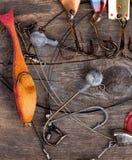 Рыболовные снасти и ложка на деревянном Стоковые Фото