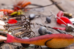 Рыболовные снасти и ложка на деревянном Стоковые Фотографии RF