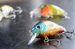 Рыболовные снасти - рыбная ловля, крюки и Wobblers на предпосылке Стоковое фото RF
