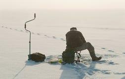 Рыболовство льда на озере Стоковые Изображения RF