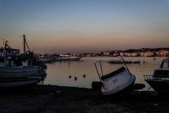 Рыболовы приютят на старой Марине Стоковое Фото