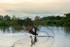 Рыболовы сетей на шлюпке Стоковое фото RF
