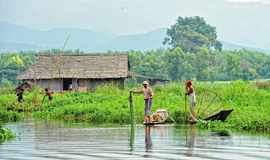 Рыболовы улавливают рыб на озере Inle в Шани, Мьянме Стоковое Изображение