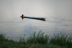 Рыболовы удя реку Стоковое Изображение