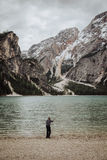 Рыболов в горах Стоковые Изображения