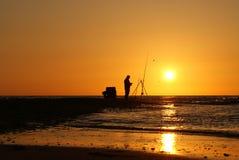 Рыболов в заходе солнца Стоковые Фотографии RF