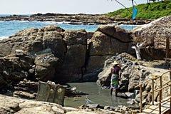 Рыболов в заливе стоковое фото rf