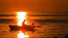 Рыболов в свете восхода солнца Стоковые Изображения