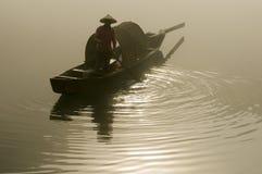 Рыболов в туманном реке Стоковая Фотография