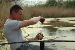 Рыболов в шлюпке Стоковая Фотография RF