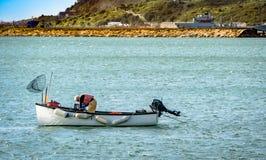 Рыболов глубокого моря в его шлюпке Стоковое Изображение