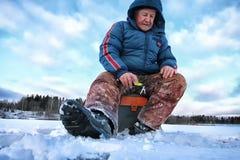 Рыболов зимы озера Стоковые Изображения RF