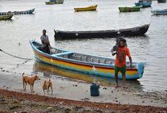 Рыболов на моле Gurunagar Стоковые Изображения
