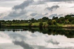 Рыболов на озере Стоковые Изображения RF