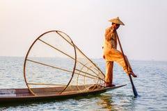 Рыболов на озере Inle, Шань, Мьянма Стоковое фото RF