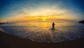 Рыболов на seashore Стоковые Изображения