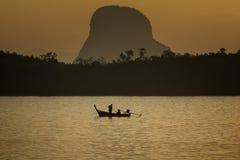Рыболов образа жизни силуэта Стоковое Изображение